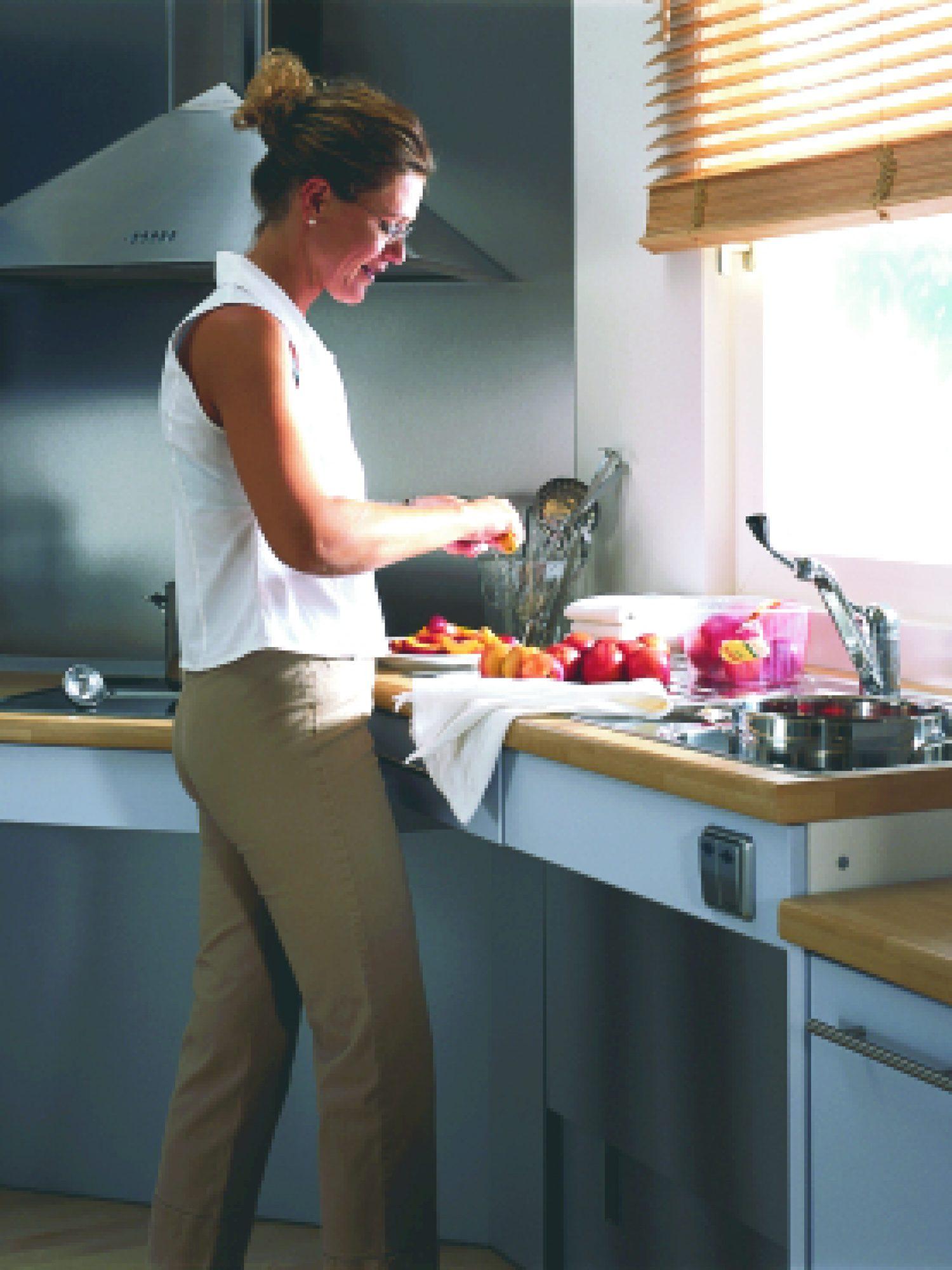 Lebensgerechte Küche Arbeitsplattenheber.jpg