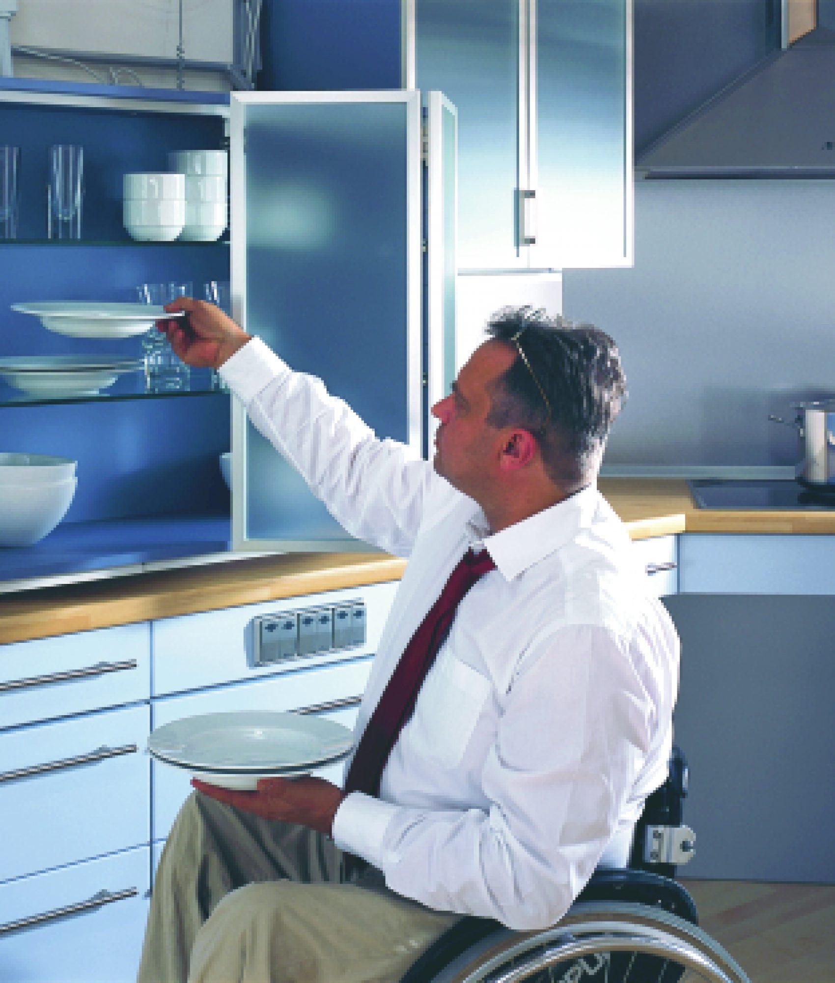 Lebensgerechte Küche abgesenkter Oberschrank.jpg